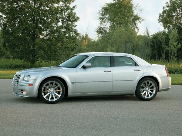 2005_chrysler_300c_srt8_02_m.jpg