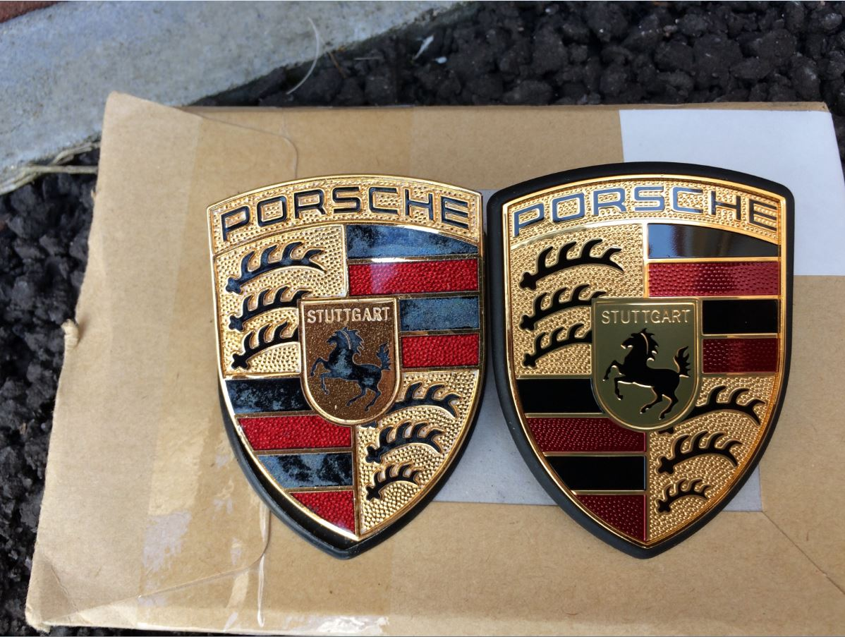 badge compare.JPG